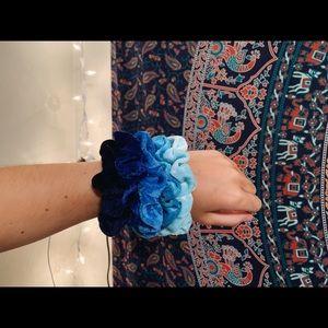 velvet scrunchie pack | blue
